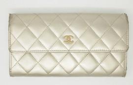 シャネル(Chanel)財布クリーニング